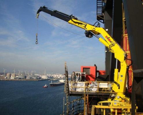 نقش جرثقیل ها در صنایع دریایی